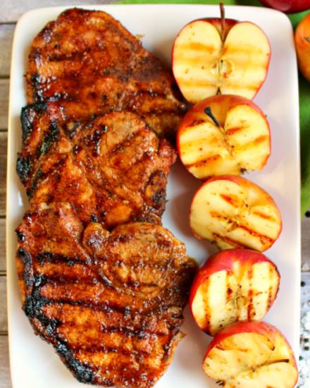 Свинина с яблоками и шалфеем