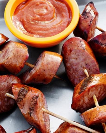 Колбаски с пряным соусом
