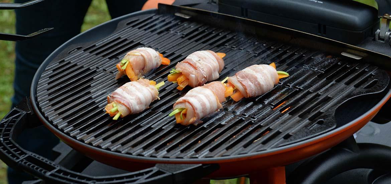 Куриные рулетики с беконом и овощами